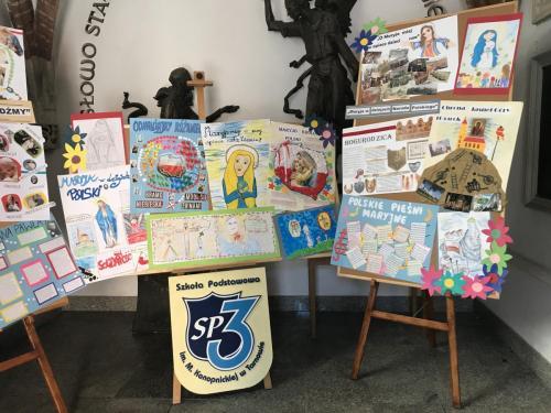 Wystawa prac uczniów SP3 w ramach obchodów XIX Dnia Papieskiego